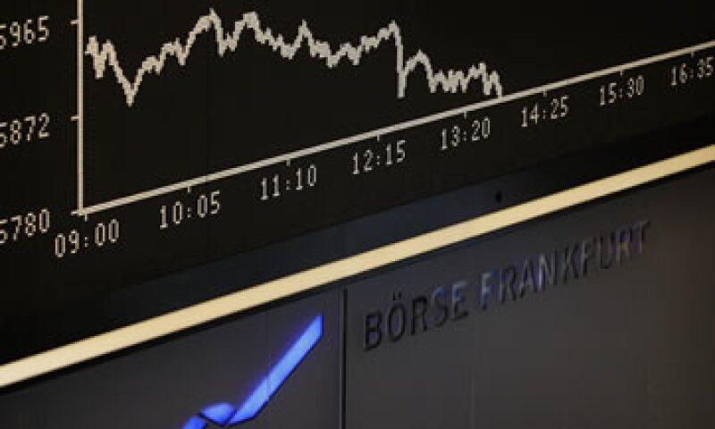 Las acciones europeas anotaron su mayor pérdida diaria en más de un mes. (Foto: Reuters)