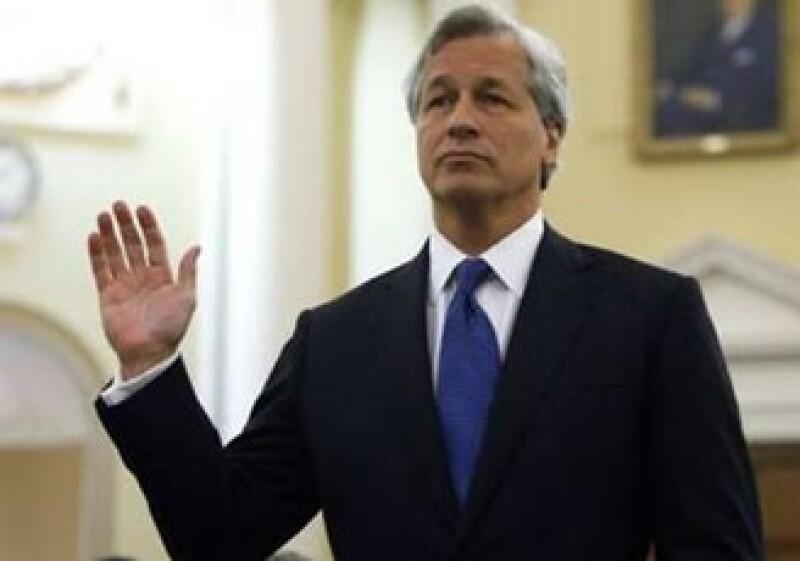 James Dimon, CEO de JP Morgan, dijo que los legisladores de EU deben ser honestos ante las causas de la crisis. (Foto: Reuters)