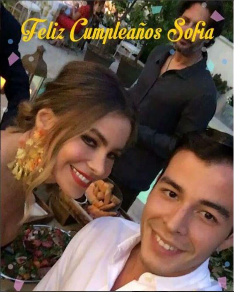 La actriz celebró junto a su hijo Manolo, quien se disfrazó de limón.