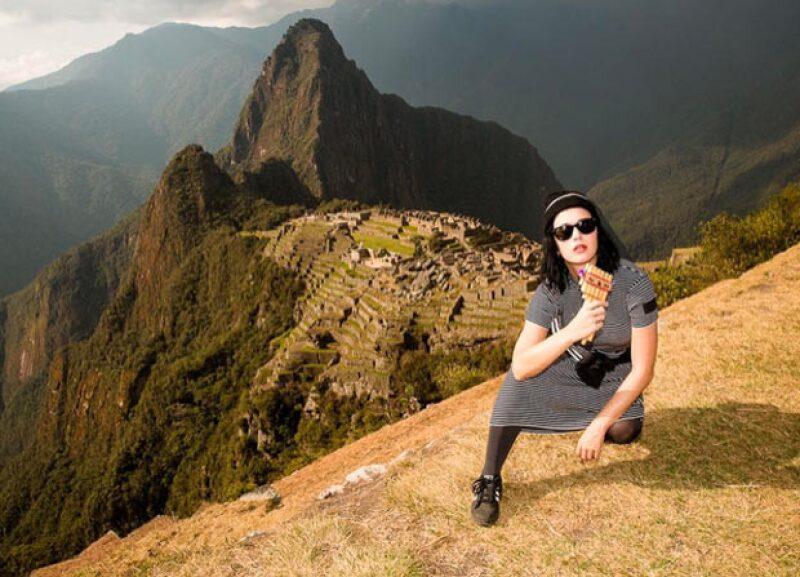 La cantante no puede estar pasándola mejor durante su estancia en Perú, y es que luego de ofrecer un concierto en dicho país, aprovechó para subir algunos videos de su estancia allí.