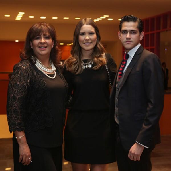 Ailyn Morales,Ana María Lozano y César Domínguez