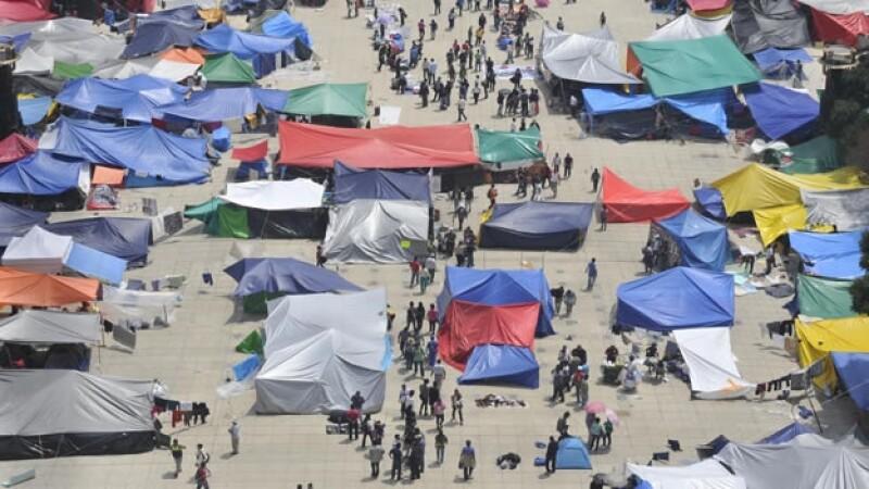 CNTE acampa en el Monumento a la Revolución