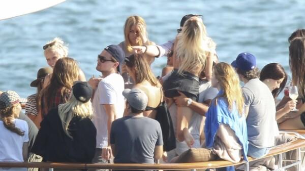 El actor de 38 años decidió disfrutar la temporada decembrina con una fiesta en un yate en Sidney acompañado de guapas mujeres... y de su amigo Jonah Hill.