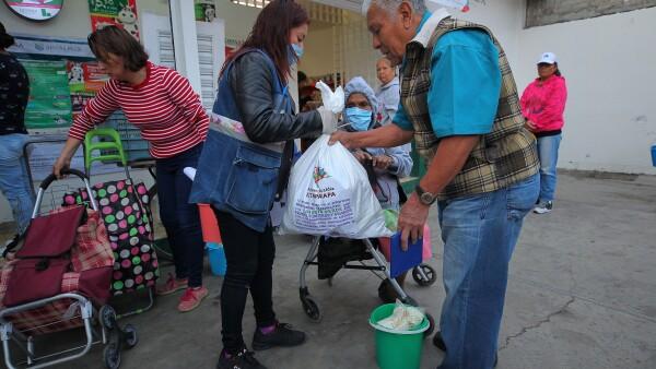 Entrega de apoyos en Iztapalapa