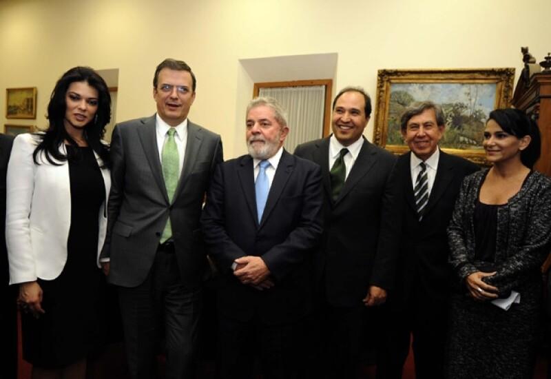 El jefe de Gobierno del Distrito Federal acudió junto con su esposa a la entrega que se hizo de la presea al ex presidente de Brasil, Luis Inácio Lula da Silva.