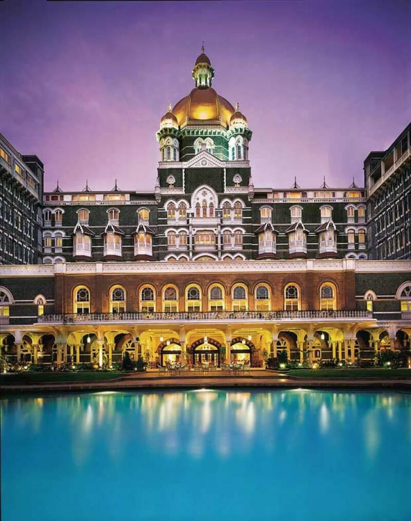 El Taj Mahal Palace tiene vista al mar árabe y es uno de los más lujosos en el mundo.