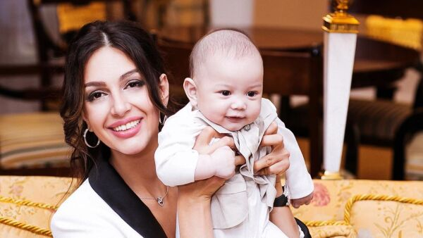Oksana Voevodina y su bebé Ismail Leon