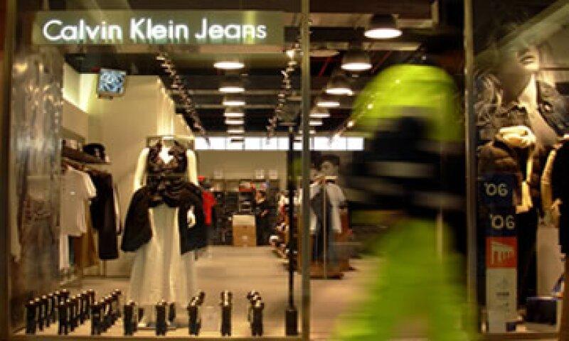 PVH adquirió a Calvin Klein en el 2003 y fabrica ropa formal y deportiva bajo esa marca. (Foto: AP)