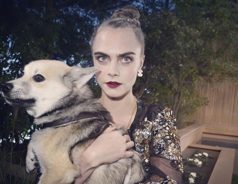 La ex modelo convertida a actriz posó para la nueva campaña de lentes de Chanel. ¿Será que extraña las pasarelas o fue algo que hizo para su amigo Karl Lagerfeld?