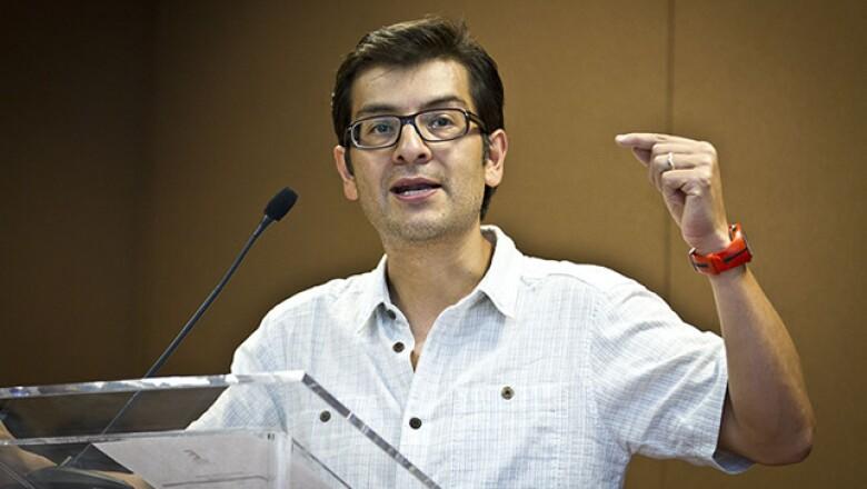 Adolfo Ortega, editor general de la revista Expansión, dio la bienvenida a los participantes de Los Emprendedores del año 2013.