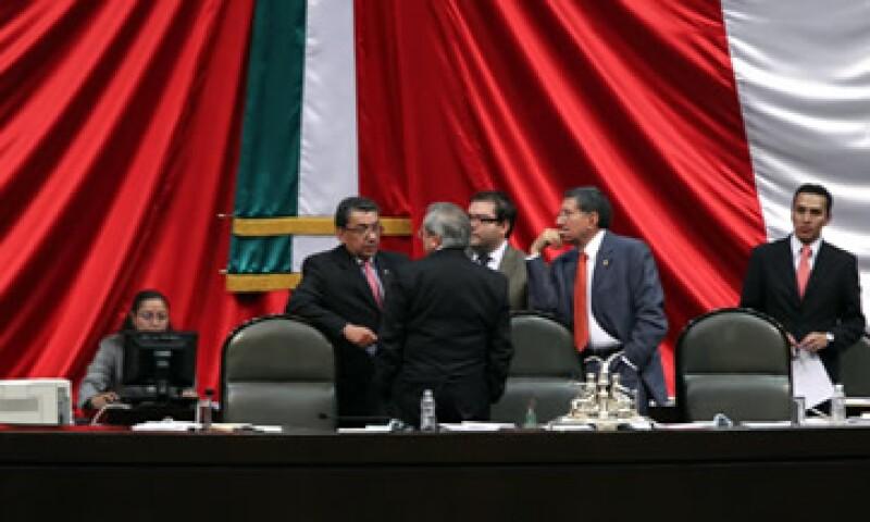 Los diputados del PRI y del PAN persiguen diferentes intereses sobre la repartición de los recursos en el presupuesto de 2012. (Foto: Notimex)