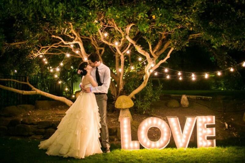 La app mexicana My Wedd App promete convertir tu smartphone en un wedding planner; podrás desde elegir desde el banquete hasta acomodar las mesas de tus invitados.