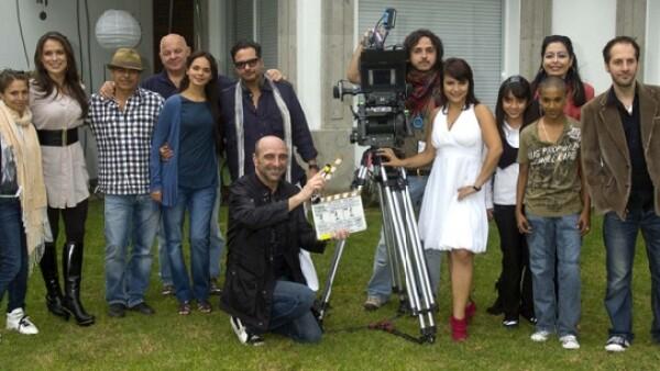 El elenco de la cinta dirigida por Guillermo Barba inició filmaciones ayer en una lujosa residencia del Pedregal de San Ángel.