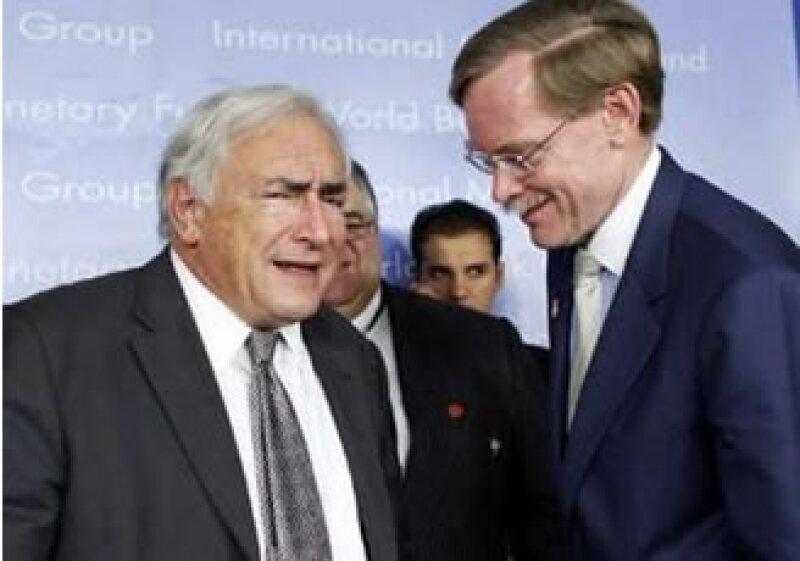 Dominique Strauss-Kahn, presidente del FMI (izq) y Robert Zoellick, líder del Banco Mundial, encabezaron la asamblea anual. (Foto: Reuters)