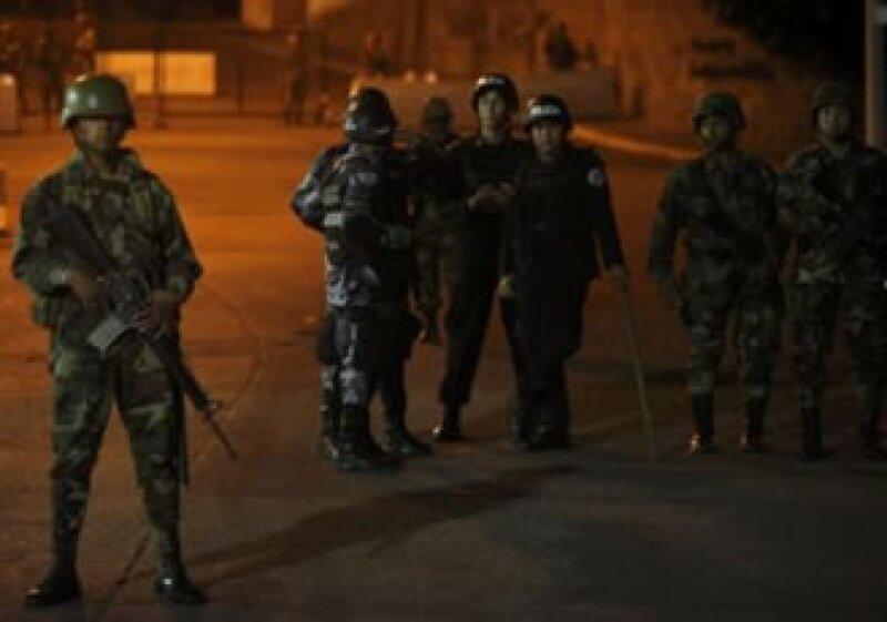 El Ejército reforzó la seguridad en la embajada de Brasil en Honduras, donde se encuentra Zelaya. (Foto: Reuters)