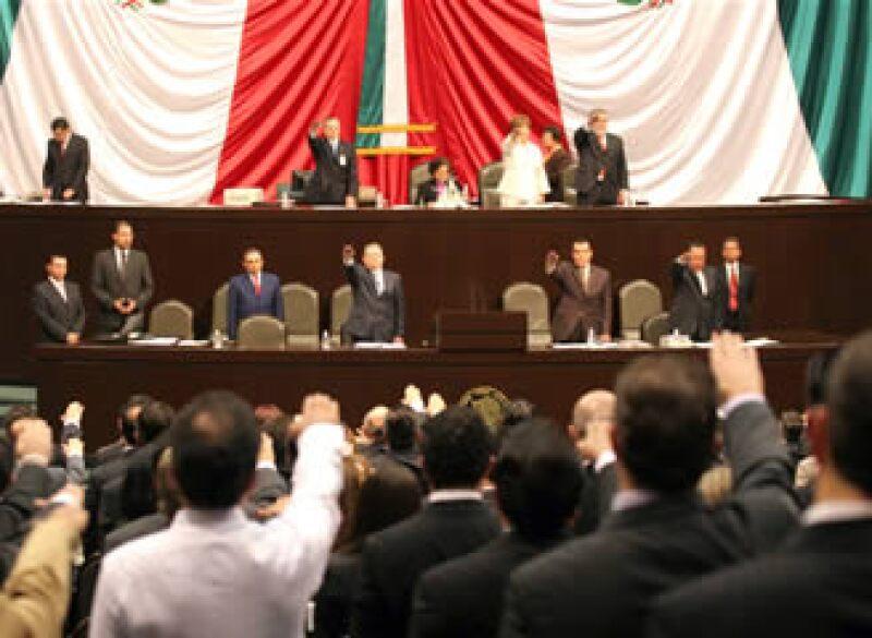 Los nuevos diputados rinden protesta en el palacio de San Lázaro (Foto: Notimex)