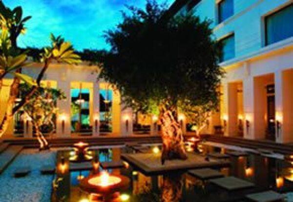 En el Fireflame Garden se puede tener una cena romántica acompañada de un espectáculo camboyano.
