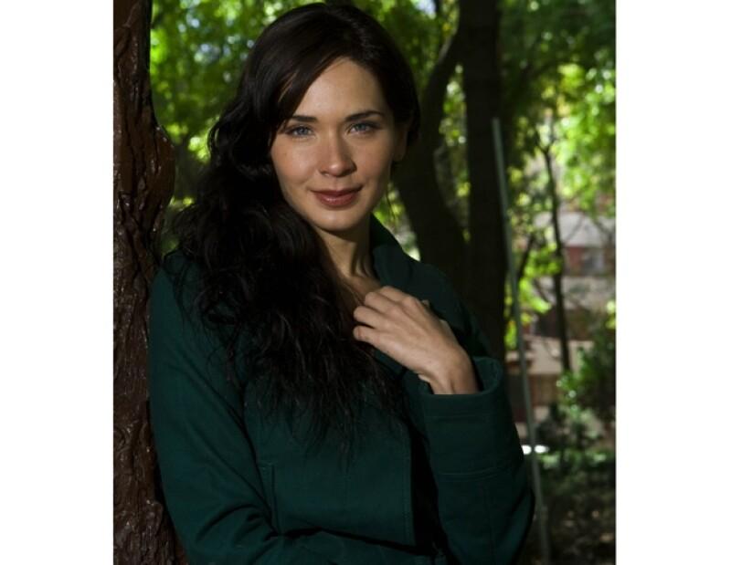 Adriana Louvier incursionará como productora de cine en un filme independiente.