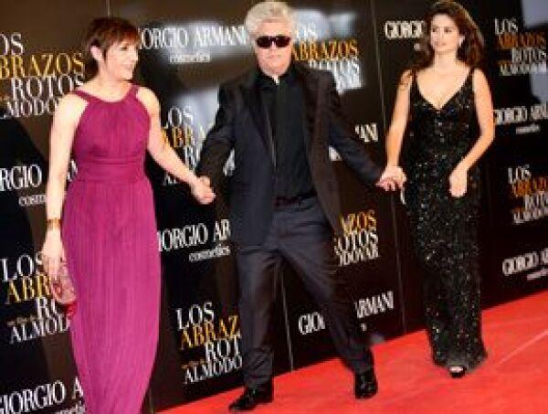 Pedro Almodóvar llegó acompañado por Blanca Portillo y Penélope Cruz.