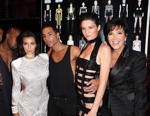 Olivier Rouesting con las Kardashian-Jenner, quienes son grandes amigas del diseñador