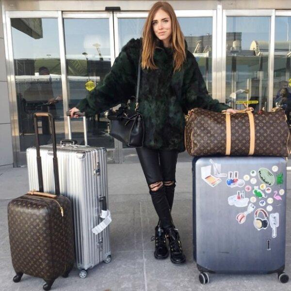 Para su regreso a Nueva York, eligió un saco de piel vintage, jeans rotos y booties Balenciaga.
