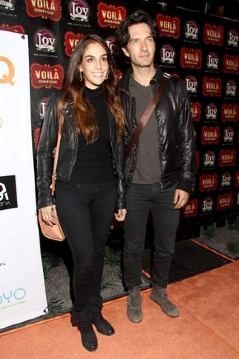 """El conductor de """"Miembros al Aire"""" comentó en el programa """"Hoy"""" que su boda con Sandra Echeverría se realizará en octubre o noviembre de este año."""