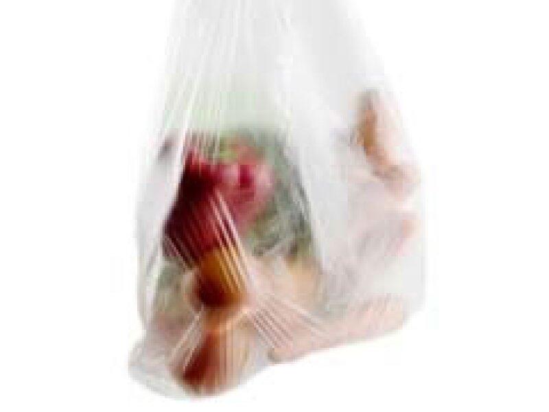 Las sanciones por regalar bolsas de plástico en comercios van de 57,000 a 1.1 mdp. (Foto: Archivo)