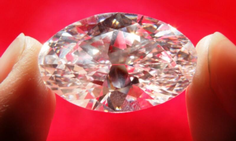 Los científicos han creado una sustancia que puede aventajar a un diamante en dureza y brillo, a base de carbón. (Foto: Getty Images)
