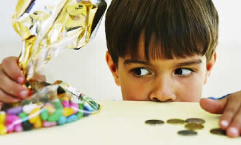 Ahorro, presupuestos, tarjetas de créditos y los tipos de gastos son temas clave para que los niños aprendan a manejar el dinero. (Foto: Thinkstock)