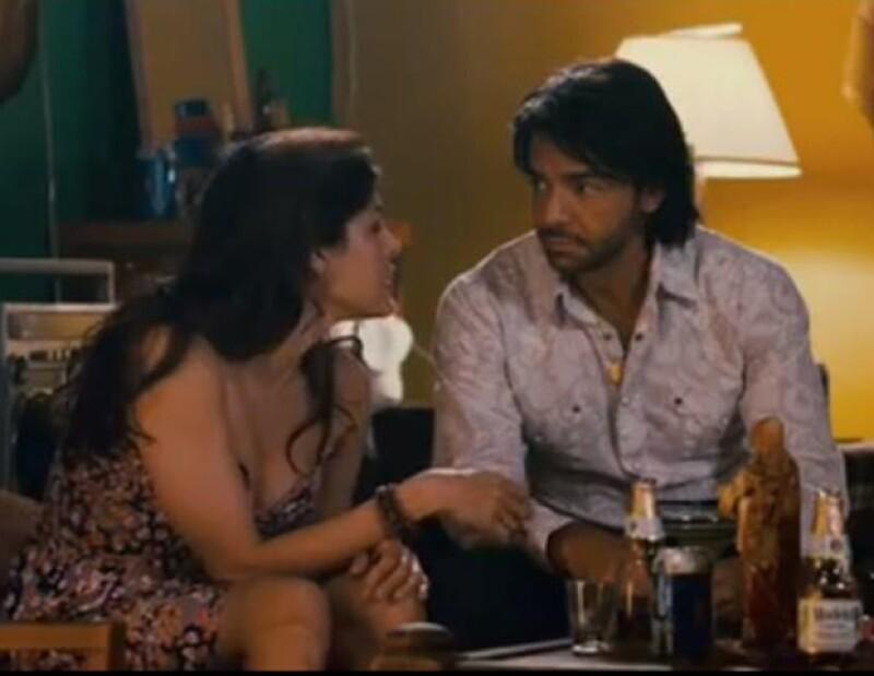 En los avances de la película Girl In Progress se ve al comediante mexicano tratando de conquistar a la protagonista, Eva Mendes.
