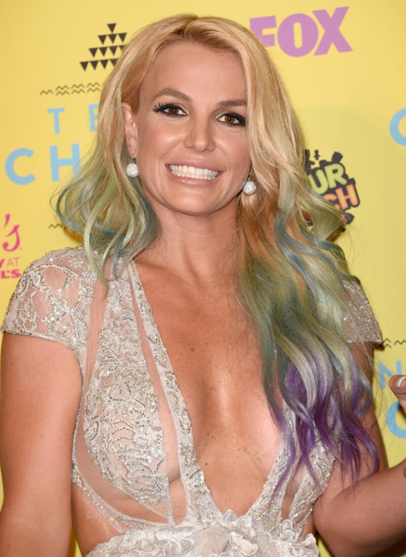 Esta semana Britney Spears se lleva el abucheo mayor con su look de Campanita del bajo mundo en los Teen Choice; pero Kristen Stewart se posiciona como la mejor vestida gracias a su sonrisa.