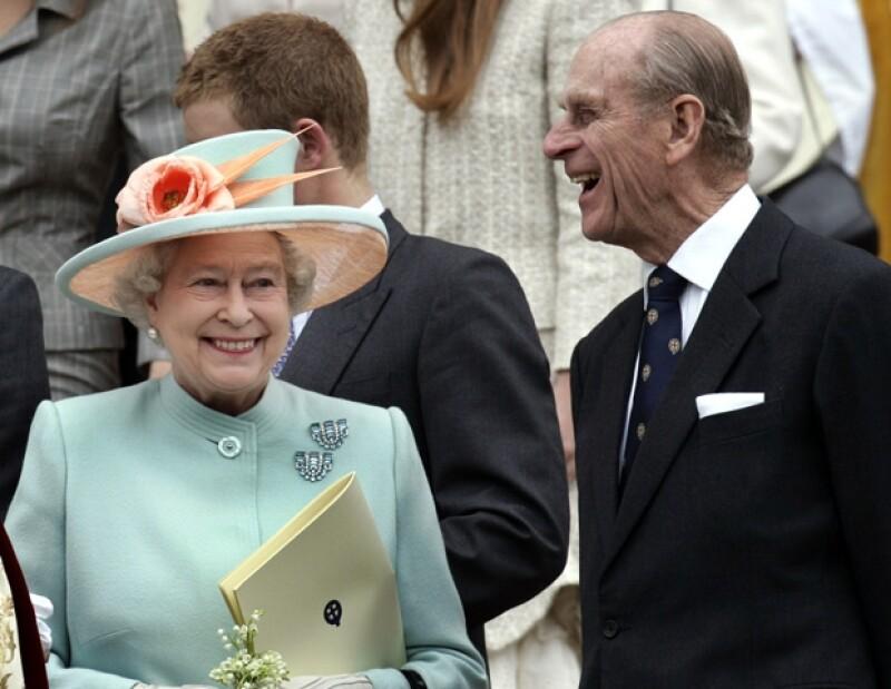 El Príncipe Felipe ya ha pasado tres noches en el hospital. Fue visitado por sus nietos, los príncipes William y Harry.