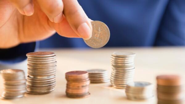 Invierte en fondos que cobren bajas comisiones