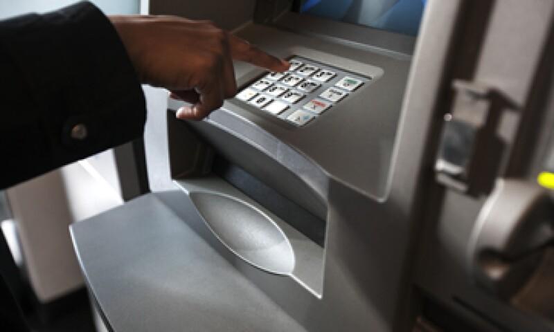 El Pacto por México quiere reducir el costo de los servicios financieros. (Foto: Getty Images)
