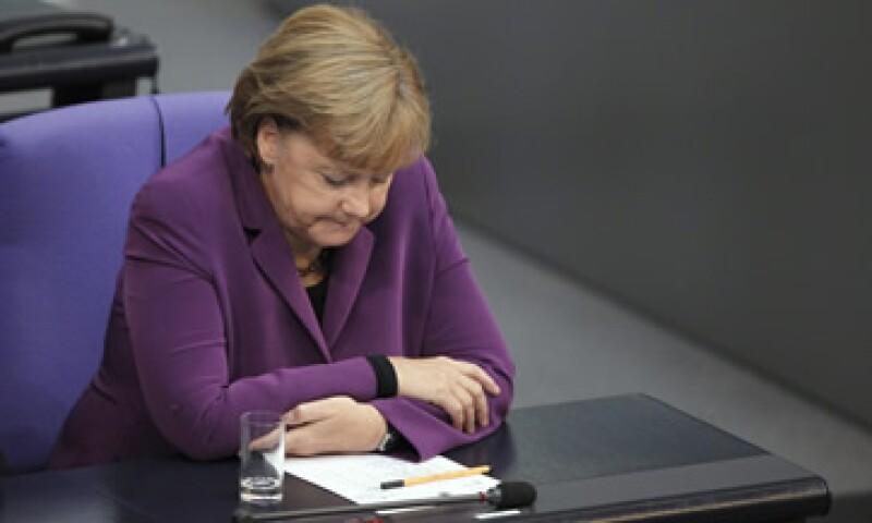 Merkel requiere del apoyo de su parlamento ante la posibilidad de una nueva ampliación del fondo de rescate. (Foto: Reuters)