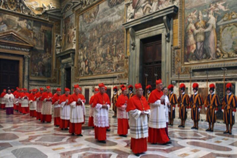 En la primera ronda de votación, ningún cardenal alcanzó los suficientes votos para ser nombrado sucesor.