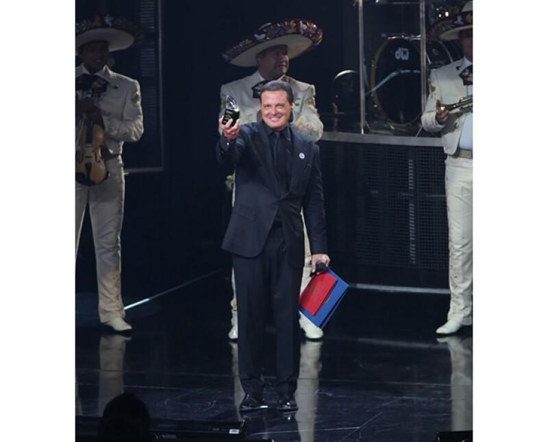 """El cantante mexicano  fue distinguido este viernes en la ciudad estadounidense con el galardón """"Diamante"""", por sus logros en el ámbito cultural así como en el mundo del espectáculo."""