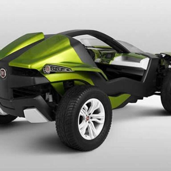 Cuenta con un motor eléctrico hecho a su medida. Se alimenta con 93 baterías de ión litio, que se recargan en un enchufe de 220 voltios, y que están instaladas entre la parte delantera y la posterior para distribuir mejor el peso.