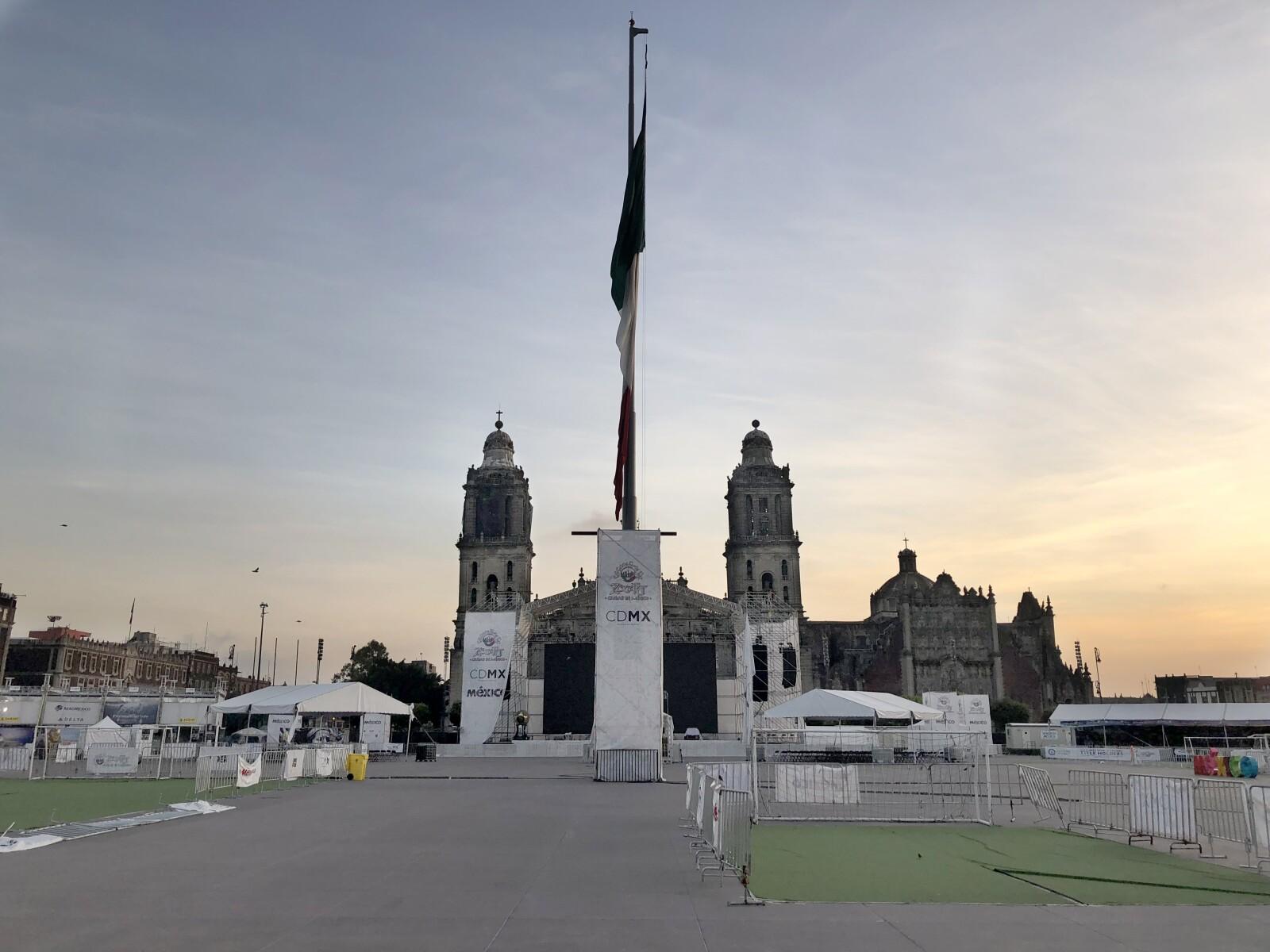 Amanecer en el Zócalo antes de las elecciones