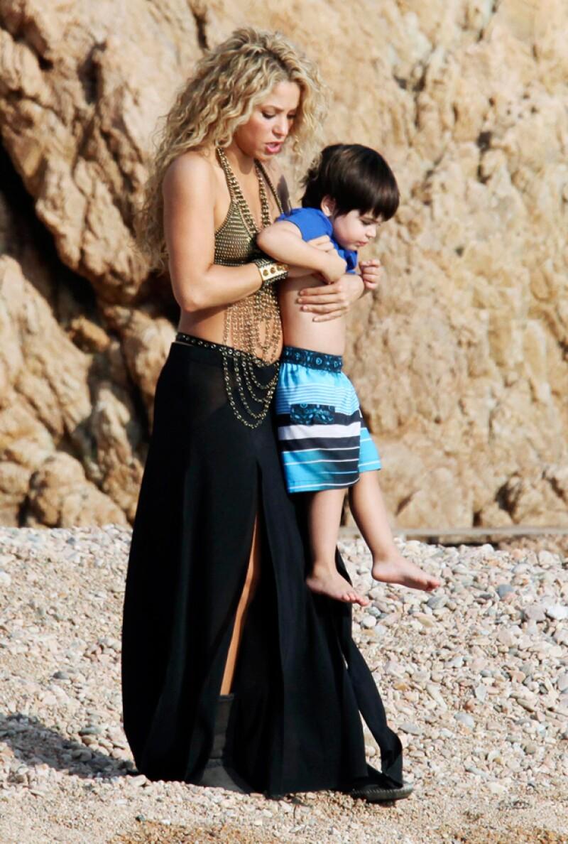 Shakira es una mamá pendiente de sus hijos.