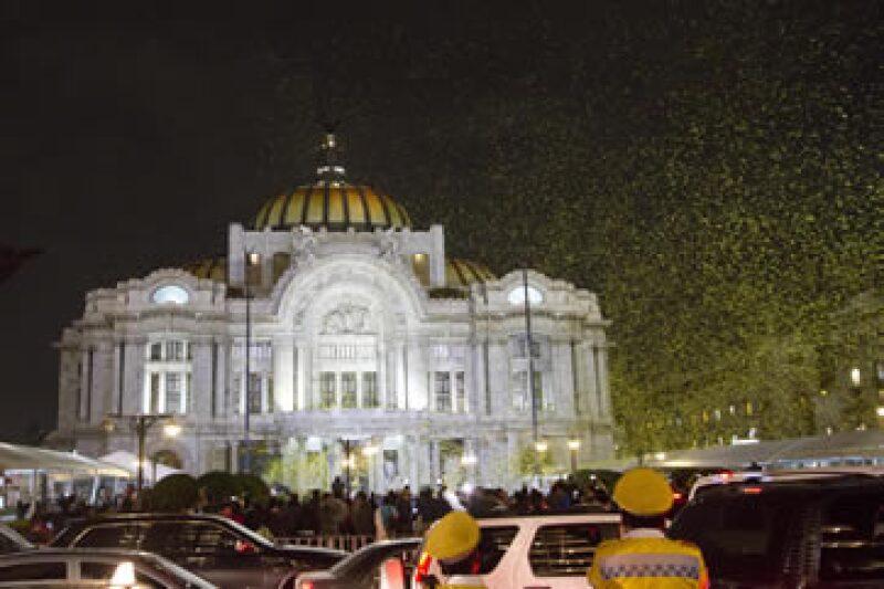 Al finalizar los discursos, algunos asistentes arrojaron al aire figuras de papel de mariposas amarillas. (Foto: Cuartoscuro)