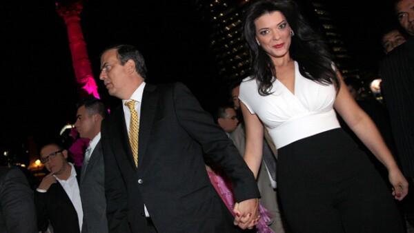 Marcelo, acompañado por Rosalinda, encabezó la semana pasada el encendido del Ángel como parte de la campaña para concientizar sobre el cáncer de mama.