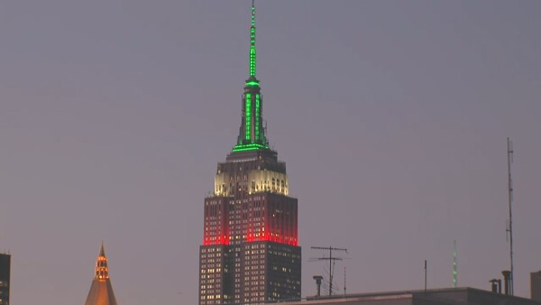 Casa Dragones x Empire State Building Mexican Flag lighting.jpg