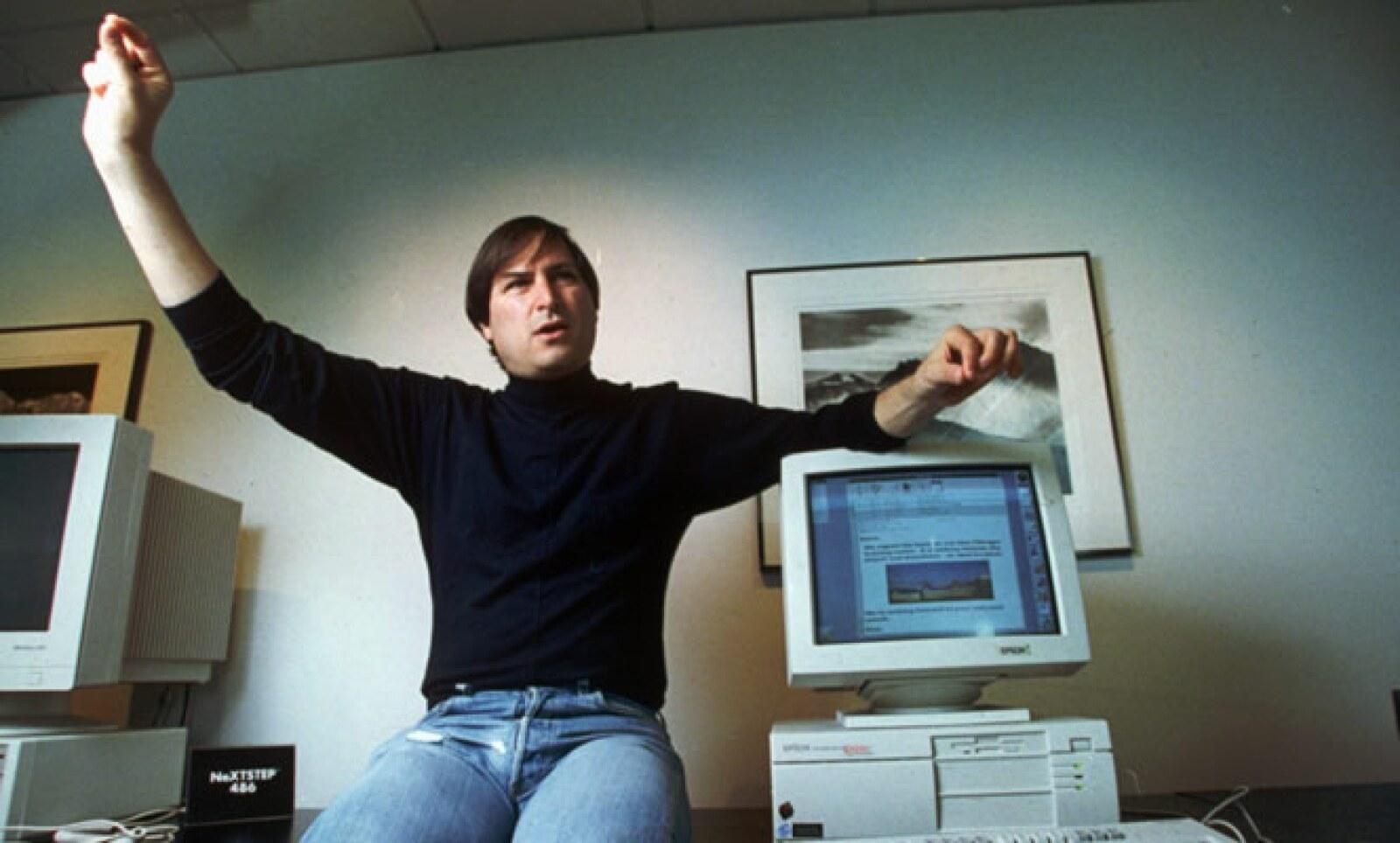 Steve Jobs fue criado por una familia adoptiva en Silicon Valley, que por entonces dejaba de ser un lugar de huertos y se convertía en hogar de trabajadores de Lockheed y otras compañías de tecnología, así como de la industria militar.
