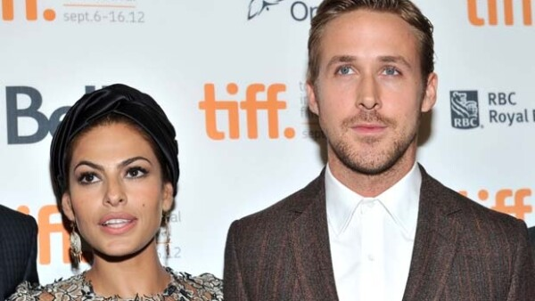 La actriz Eva Mendes 7 años mayor que Ryan Gosling está esperando un bebé del actor pero no todos están felices al respecto.