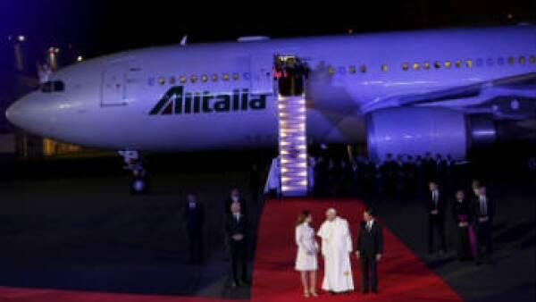 El papa Francisco llegó en un vuelo de Alitalia el viernes 12 de febrero. (Foto: Reuters/archivo)