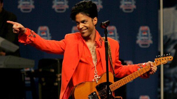 Familia de Prince demanda a hospital y a farmacéutica