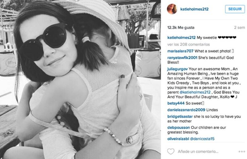 Suri aparece poco en la cuenta de instagram de su mamá, pero sus fotos son las más tiernas.