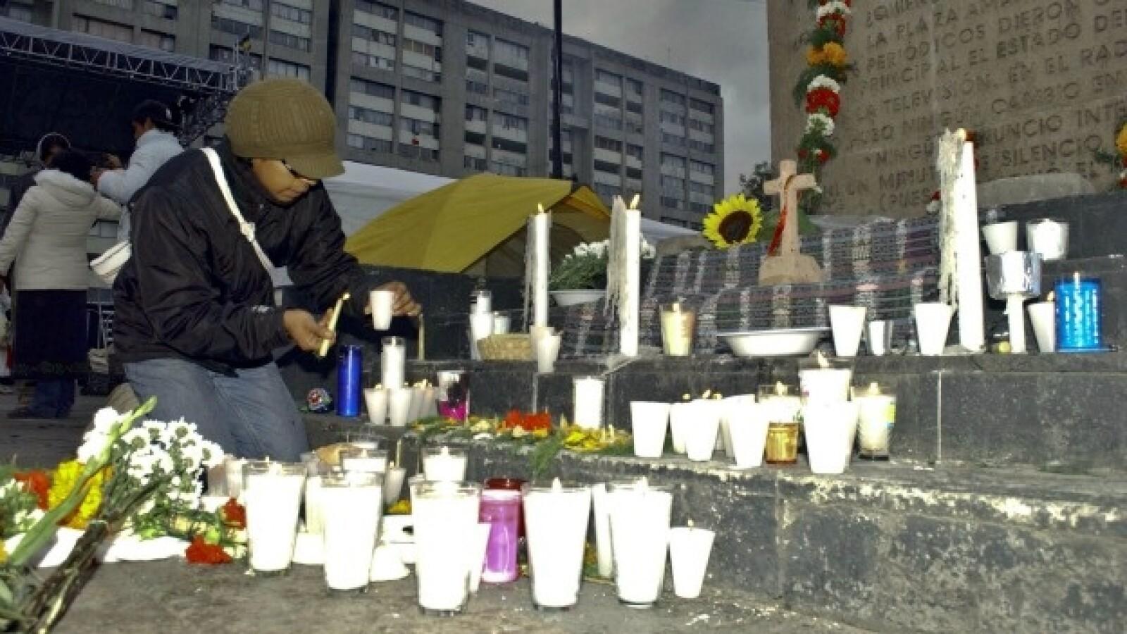 manifestantes en la plaza de las tres culturas