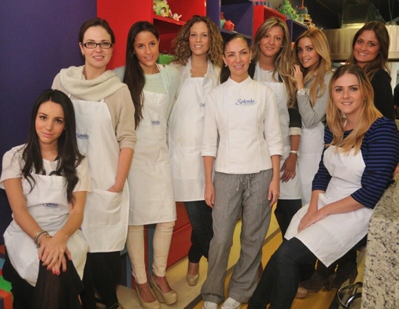 La chef rodeada de sus exclusivas alumnas.
